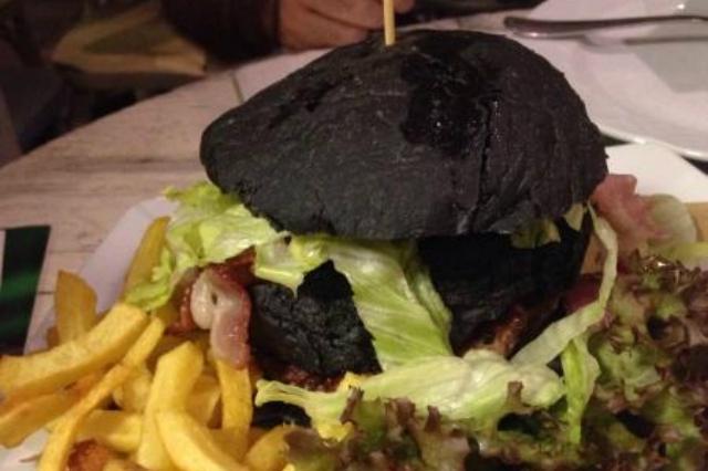 arriva il cibo nero, dove trovarlo a napoli