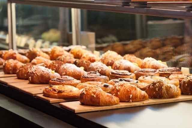 milano colazione brera cappuccino brioche croissant caffè g.cova&c.