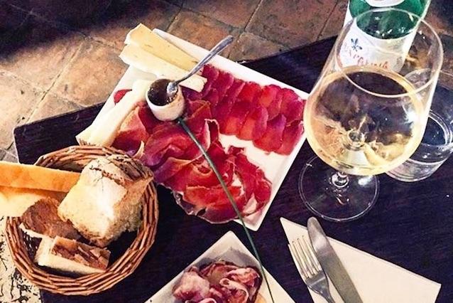 santino winebar firenze enoteca https://www.facebook.com/ilsantobevitore.firenze/photos/a.885591121489770.1073741826.885591061489776/1294314250617453/?type=3&theater