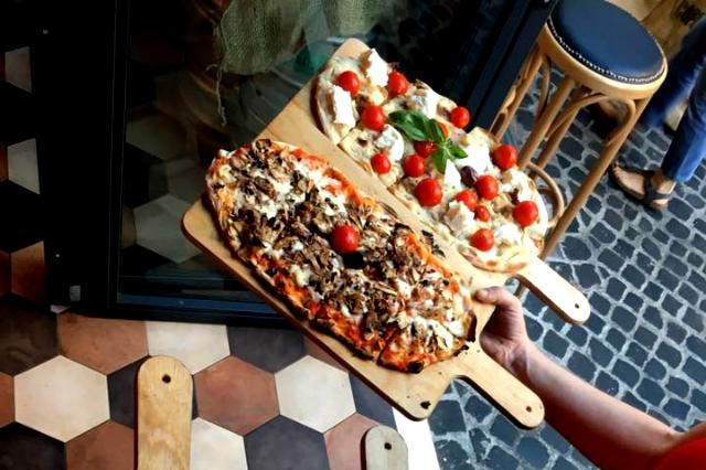tira e molla pinsa ricetta vera della pinsa romana locali dove mangiarla san giovanni pinseria roma
