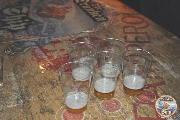 birra pong drunken ship pub beer pong serate strane bere roma campo de' fiori universitari americani usa
