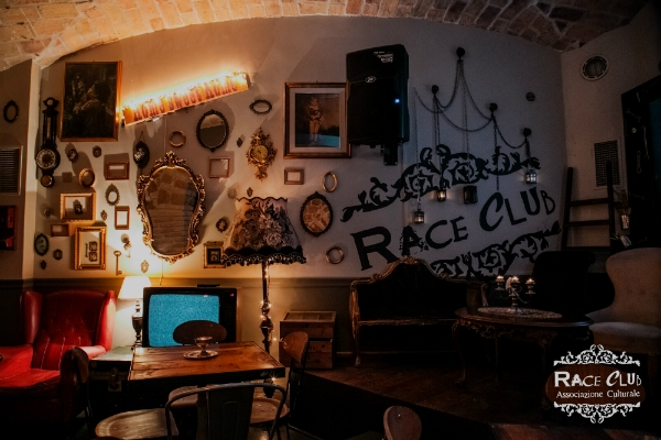 race club interno salone speak easy vintage modernariato cocktail bar colosseo monti