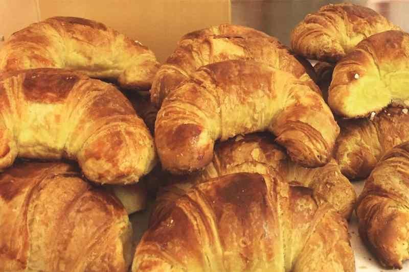 milano colazione pasticceria brioche croissant confettura albicocca frutti rossi pasticceria sissi
