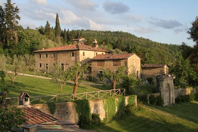 villa grassina http://www.villagrassina.it/agriturismo-firenze-toscana/gallery-agriturismo-appartamenti-vacanze-piscina-firenze-toscana.asp