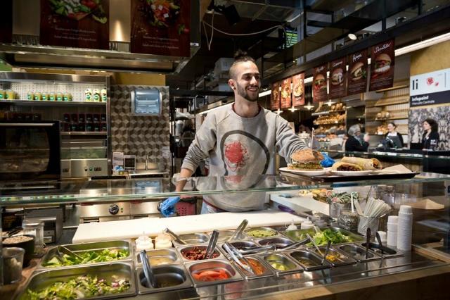 mercato centrale stazione termini migliore street food a roma pranzo merenda panini gelato pizza