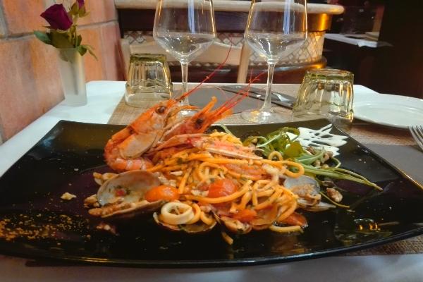 locanda giulietta e romeo scialatielli gmaberoni rossi calamari e vongole cena romantica roma centro storico fontana di trevi intevista