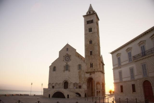 cattedrale trani basilica cosa fare vedere visitare trani barletta andria foto da flickr https://www.flickr.com/photos/castorofotonico/5503881712/in/photolist-9omqhh-vcs4px-37fsgw-4rjcqm-4rnjns-tddce-e4vawf-sb8ti-sb8gx-4dhl9t-jxqwy-jxpoe-jxs1f-4rnruw-gh5if-4rjfbf-2agmnu-8anjz3-jxsu3-jxshp-jxsmj-gh5fp-afx52z-gw3wyd-dhvcqn-odbxqk-3jxzx4-dhvcgq-4rntfo-sb8ge-sb8ur-gh5ct-4rntob-4rntug-6novks-amjuf3-qwxez-amjkhj-4uva91-sb9ia-sb9zl-3bj2bh-amfl2r-amff4x-ch6mf-4a9fke-741fx8-sb959-amjrul-ch6i2