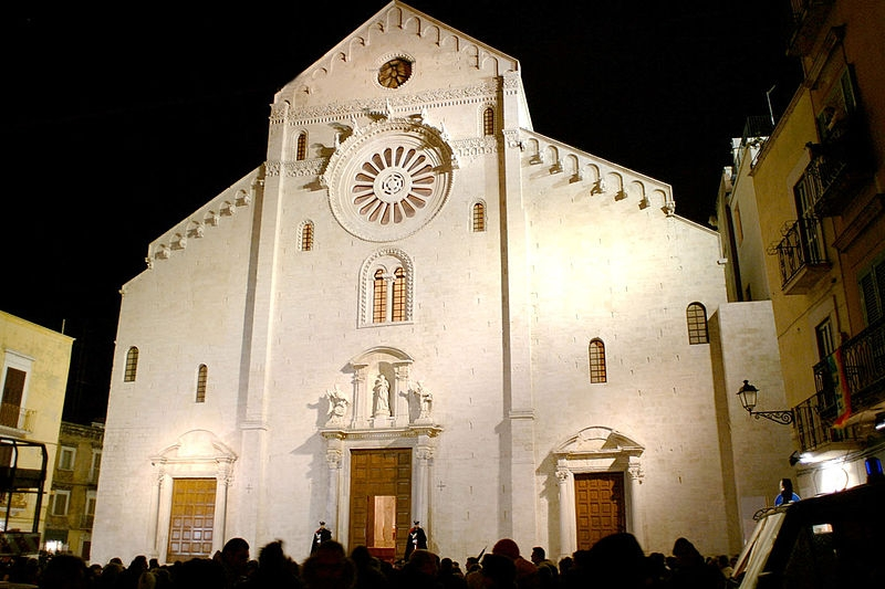 cattedrale bari foto di podollo https://it.wikipedia.org/wiki/file:bari_cattedrale_san_sabino.jpg