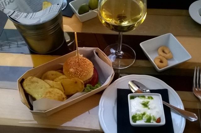 milano aperitivo gourmet appetizer vino cocktail il santa bistrò moderno