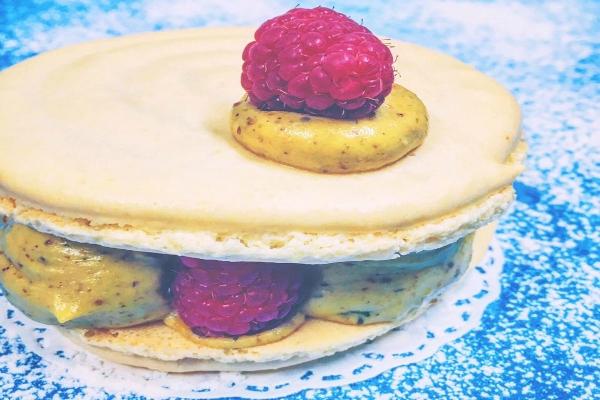 maxi macaron pistacchio e lamponi na cosetta ristorante roma pigneto dessert tiramisù destrutturato i cinque dessert più golosi di roma