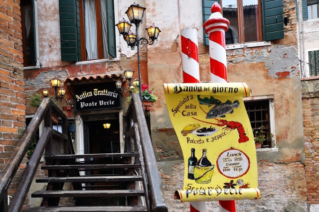 antica trattoria poste vecie cucina veneziana cucina italiana pesce fresco presce crudo ricette di pesce a venezia ristorante storico a venezia