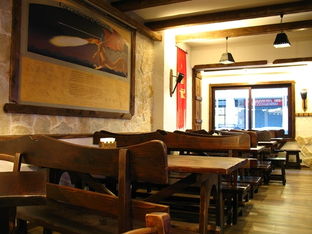 terra di mezzo tavoli e quadro