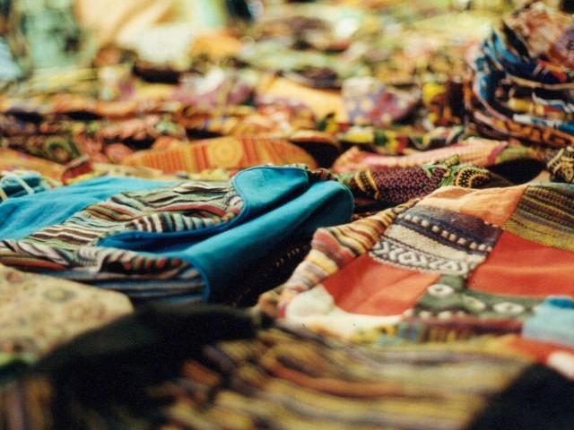 mercato stoffe abiti https://www.flickr.com/photos/cane_rosso/15254977115/