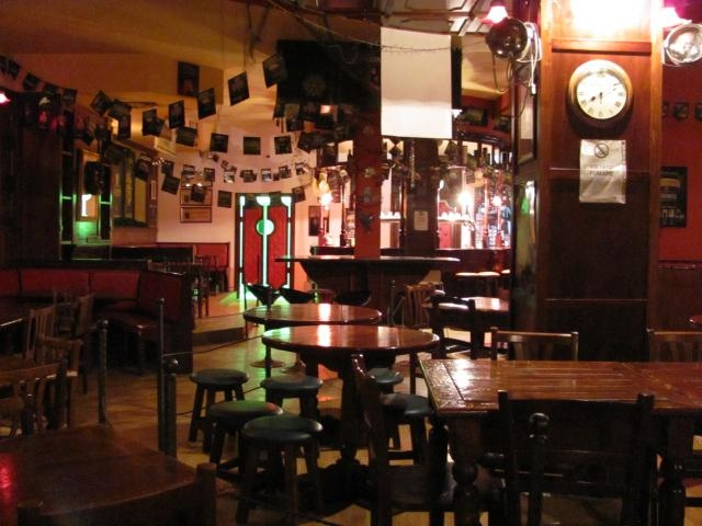 cream irish pub