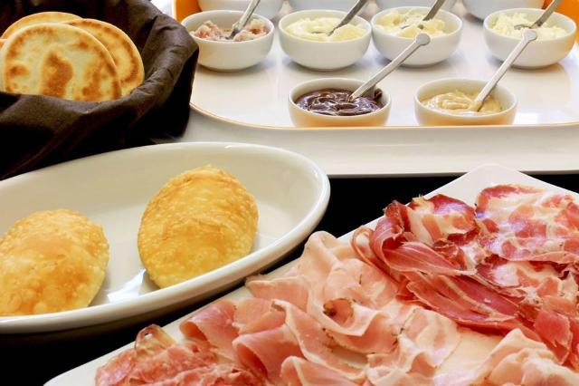 la tigelleria romana cena a ostiense con meno di 25 euro gnocco fritto tigelle salumi formaggi salse