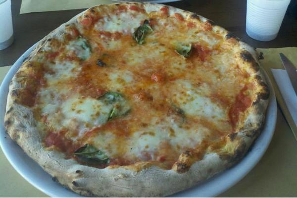 pizzeria totò sabaudia circeo litorale latino lazio gita mare spiaggia margherita napoletana pizza dove mangiare la pizza quando sei al mare sabaudia san felice circeo