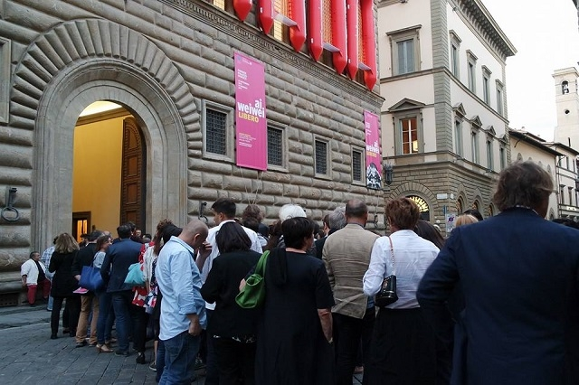 palazzo strozzi https://www.facebook.com/da.burde/photos/a.10154513483835797.1073741952.153270465796/10154513483875797/?type=3&theater