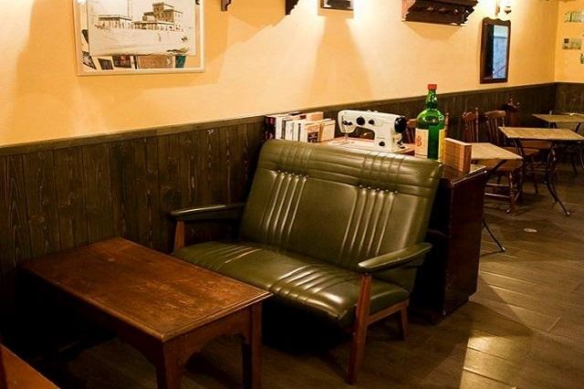 the hidden pub https://www.facebook.com/thehiddenpub.firenze/photos/a.746097448770601.1073741831.469532979760384/746097872103892/?type=3&theater