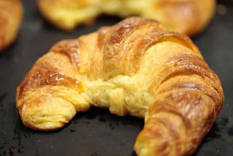 milano colazione pasticceria brioche croissant confettura albicocca frutti rossi rovida
