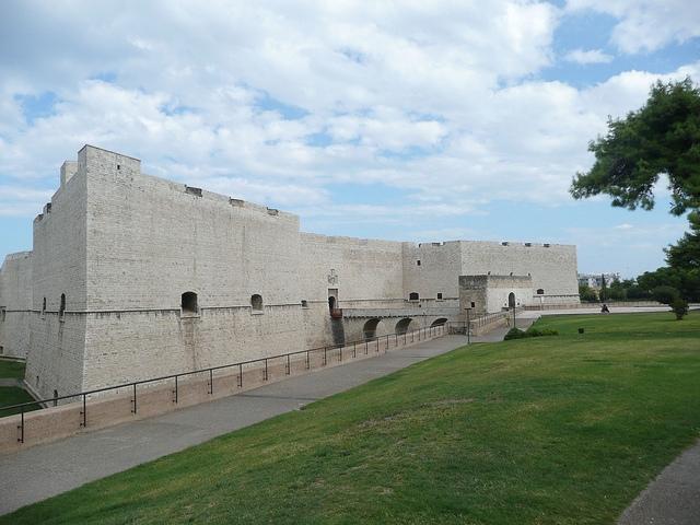 castello barletta borghi antichi puglia