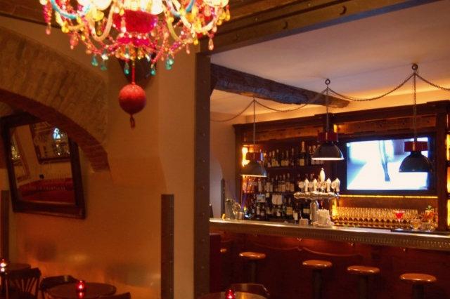 locali dove fare cena con spettacolo a roma