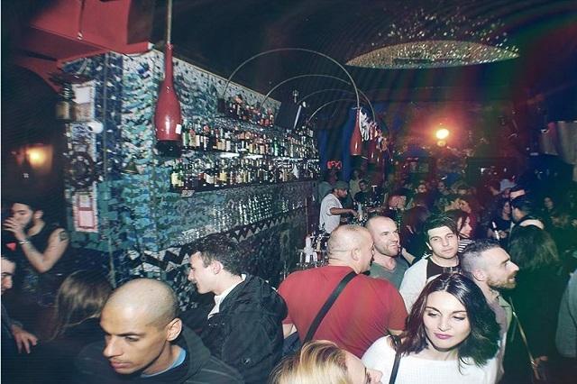 rex cocktails bar storici firenze https://www.facebook.com/rex.firenze/photos/pb.783574195048337.-2207520000.1448457570./962068690532219/?type=3&theater