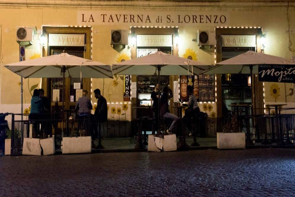 taverna di san lorenzo aperitivo san lorenzo roma birra artigianale studenti universitari stuzzichini buffet guida migliori aperitivi di roma quartiere per quartiere