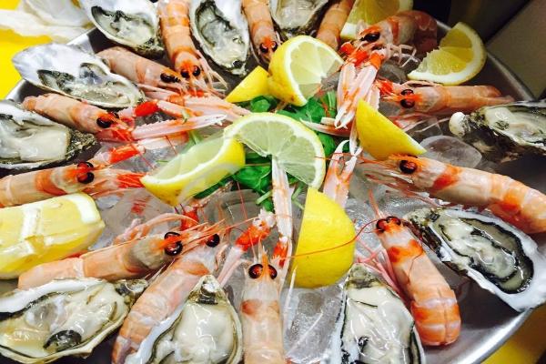 cru.dop nestor grojewski chef pesce crudo aperitivo ostriche bellon kristale percebes scampi guida migliori aperitivi di roma quartiere per quartiere quadraro cinecittà