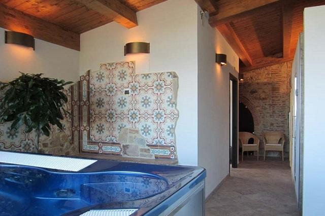 fattoria del colle http://www.cinellicolombini.it/it/agriturismo-toscana/benessere-vinoterapia-spa/trattamenti/lunedi-day-spa