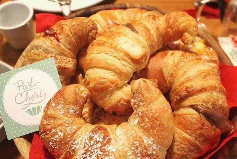 milano colazione pasticceria brioche croissant confettura albicocca frutti rossi pasticheri