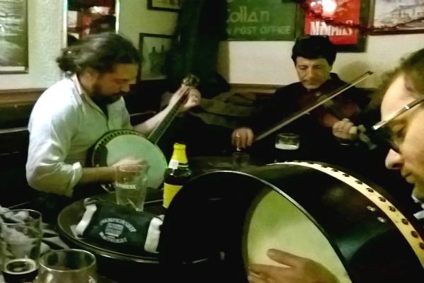 fiddler's elbow irish pub roma monti musica tradizionale irlandese session guinness irlanda serate strane a roma divertimento bere