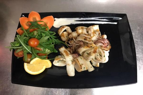 locanda giulietta e romeo roma centro storico ristorante trattoria pesce fresco fontana di trevi calamari alla piastra intervista