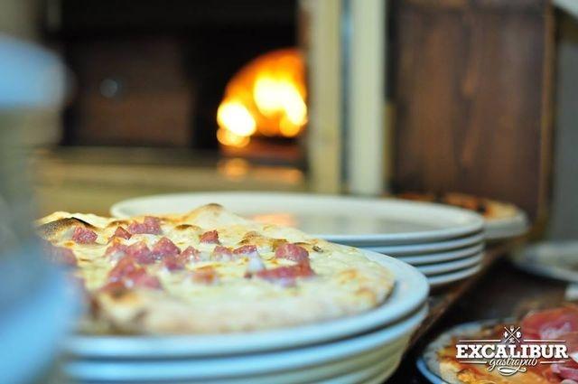 excalibur canosa di puglia pizza pizzeria forno a legna