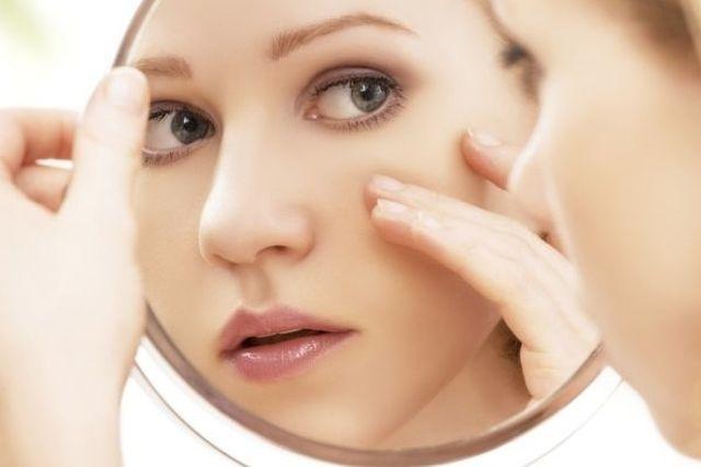 10 cose che tutte le donne fanno davanti allo specchio - Ragazze nude allo specchio ...