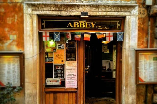 dove andare a vedere le partite a roma abbey theatre pub irish centro storico piazza navona campionato calcio serie a lazio roma birra alla spina