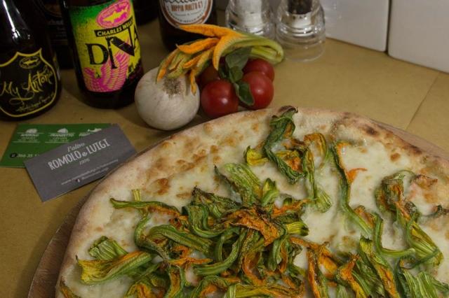 pizzerie sul mare di roma romolo e luigi ostia lido pizza romana bassa fritti fiori di zucca estate roma cena fuori