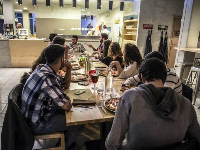 musta tavolo pizza birra per corpo testo  https://www.facebook.com/mustacasamassima/?fref=photo