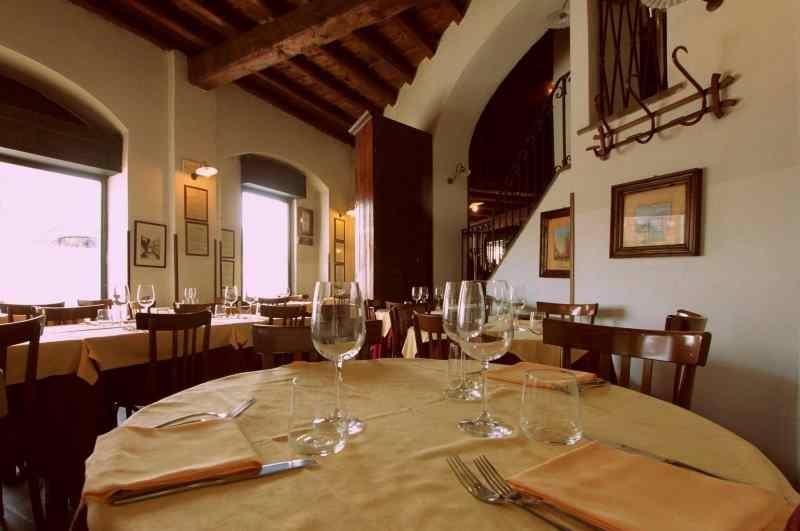 milano trattorie cassoeula cucina lombarda cucina milanese risotto ossobuco costoletta trattoria milanese