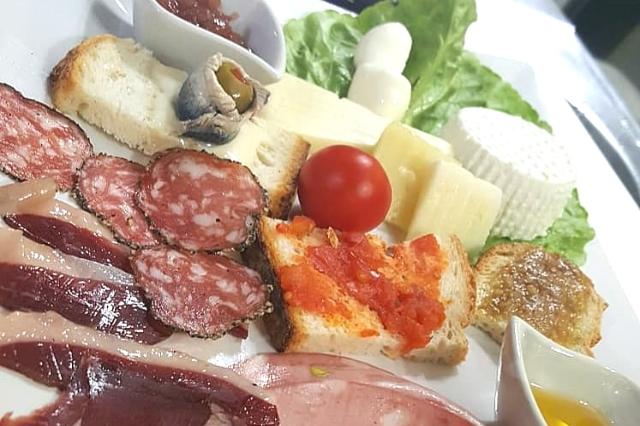 aperiwine migliori taglieri salumi e formaggi roma pigneto