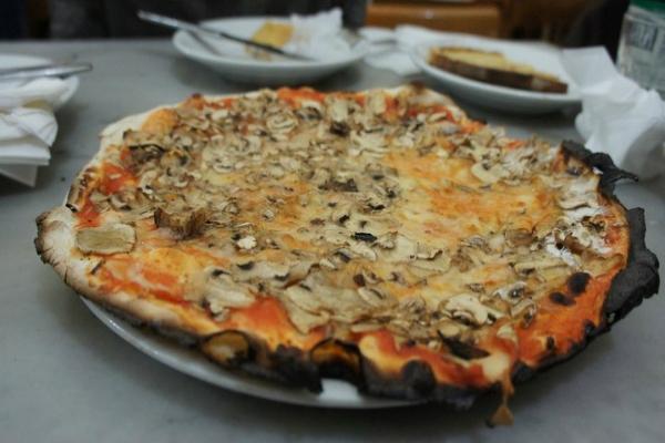 pizzeria panettoni ai marmi trastevere l'obitorio pizza romana bassa facioli fagioli cotiche fritti classifica migliori pizze basse romane top 10