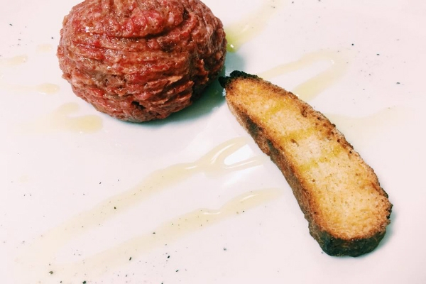 il belli ristorante prati tartare fassona crostino ti consiglio cinque tartare imperdibili roma carne cruda olio