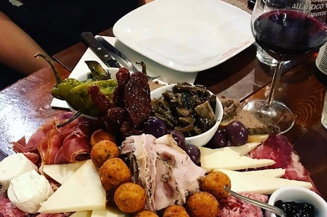 aperitivo all'antico vinaio firenze https://www.facebook.com/allanticovinaio/photos/a.344289109007616/1395169480586235/?type=3&theater