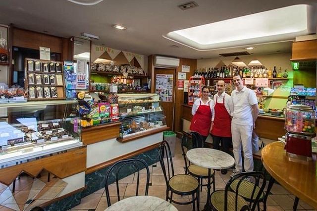 gelateria alpina esercizi storici fiorentini facebook https://www.facebook.com/gelateriaalpinafirenze/photos/pb.132605793583475.-2207520000.1442302968./413646282146090/?type=3&theater
