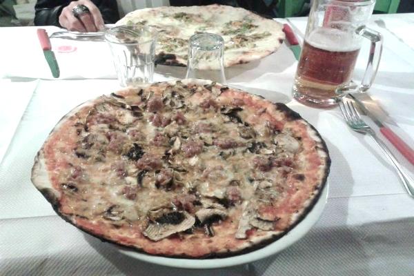 dal bersagliere pizzeria l'alberone san giovanni roma pizza bassa romana economica funghi salsiccia classifica migliori pizze romane basse top 10