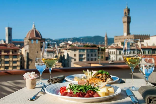 alla torre de' rossi firenze https://www.facebook.com/allatorrederossi/photos/a.184220478455556.1073741828.184130368464567/584784611732472/?type=3&theater