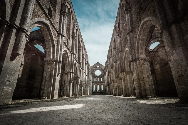 abbazia san galgano foto di daniel guenther da flickr cc https://www.flickr.com/photos/danielguenther/9515018671/