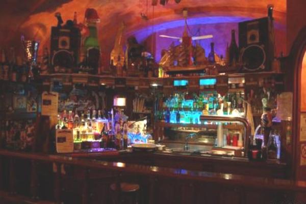 jamboree pub karaoke giovedì anni '90 serate strane a roma consiglio bere mangiare cantare divertimento