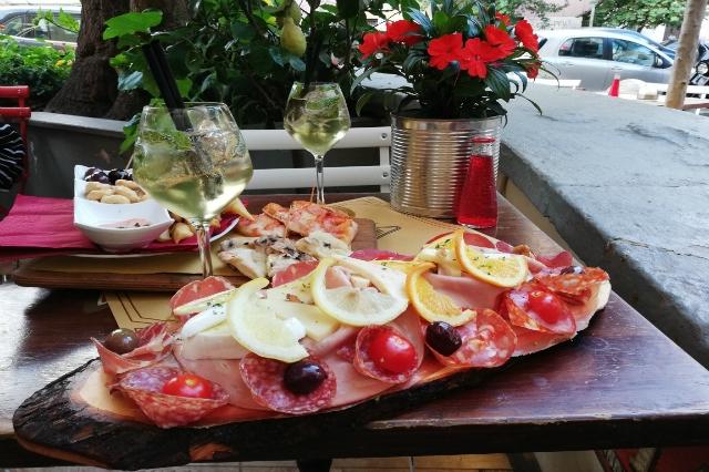 migliori aperitivi all'aperto roma estate 2018 tira e molla san giovanni villa fiorelli spritz tagliere