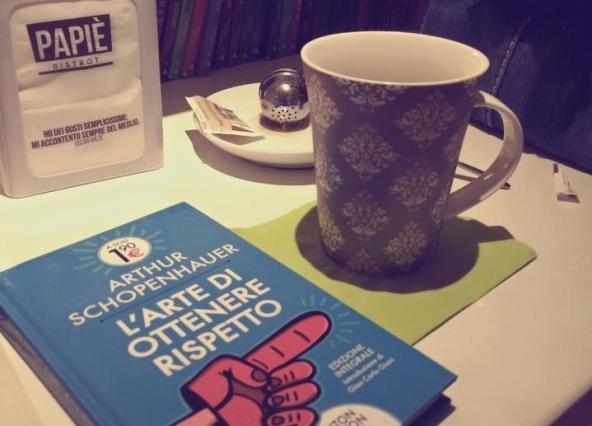 papiè libro tazza