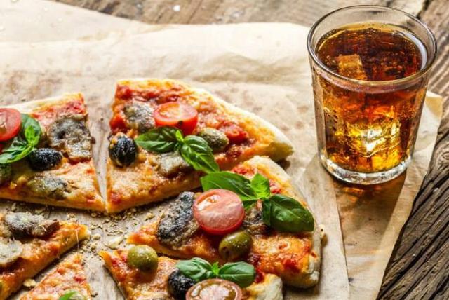 lo schiaccianoci pizzeria dove andare a vedere le partite a roma pizza birra calcio campionato